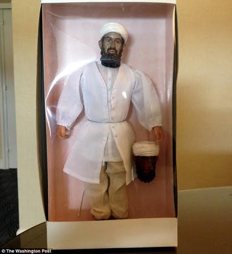 بالصور دمية أسامة بن لادن على شكل شيطان في أمريكا