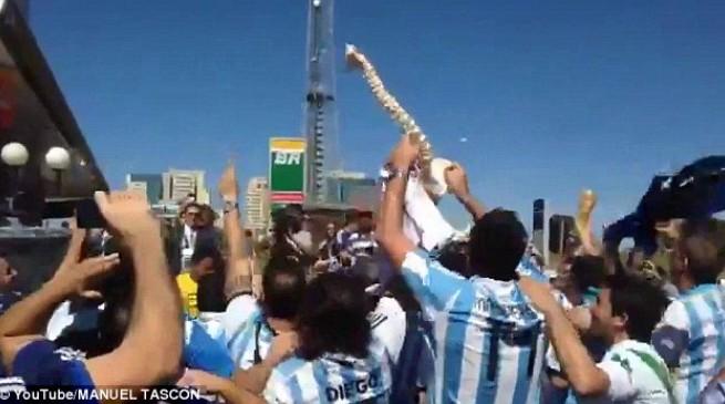 بالفيديو الجماهير الأرجنتينية تسخر من إصابة نيمار بطريقة سيئة