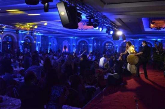 صور فستان نجوى كرم في حفلة عيد الفطر، في فندق فينيسيا ببيروت 2014