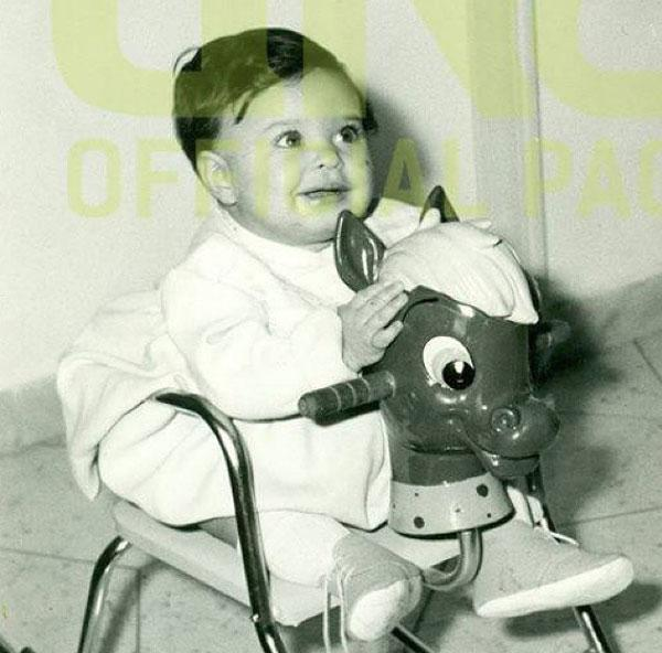 لأول مرة صور الراقصة دينا وهي طفلة صغيرة