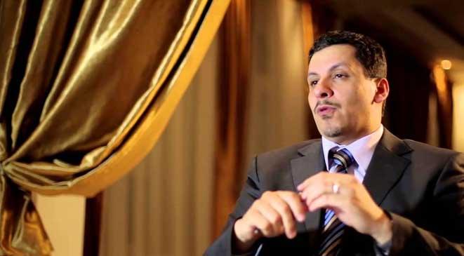صور أحمد عوض بن مبارك رئيس الحكومة اليمنية باوضاع غريبة