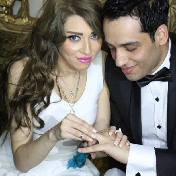صور ناريمان الفقي وهي تضع خاتم الزواج لرامي جمال 2015