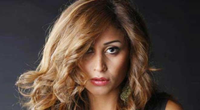 صور دينا الشربيني وهي تحتفل بخروجها من السجن مع نجوم الفن