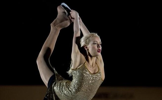 بالفيديو آنا بوجوريلايا الروسية تغير ملابسها في عرض التزلج