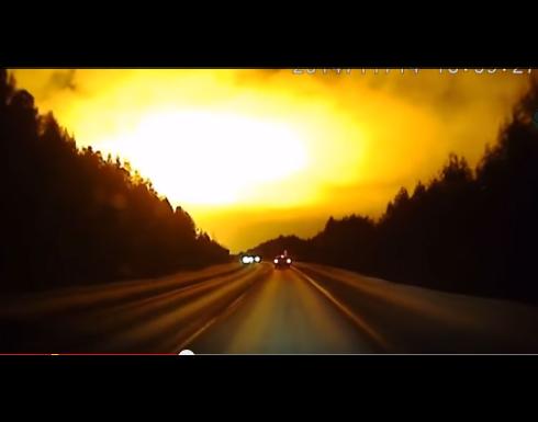 بالفيديو انفجار هائل في سماء روسيا حول الليل إلى نهار