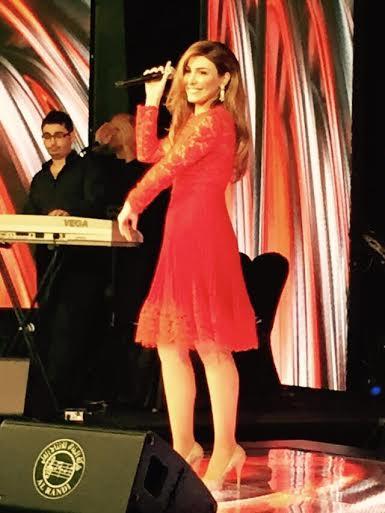 صور يارا بفستان دانتيل أحمر في حفلة فندق ريجنسي بالكويت