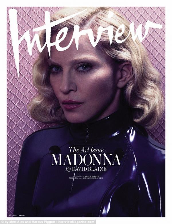 صور مادونا وهي عارية على مجلة Interview