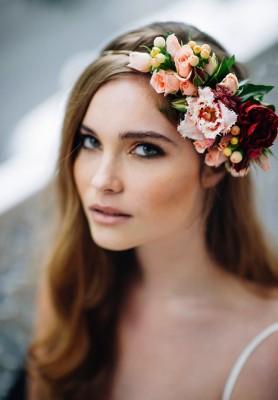بالصور أفضل تسريحات الشعر بتاج مميز من الزهور 2015