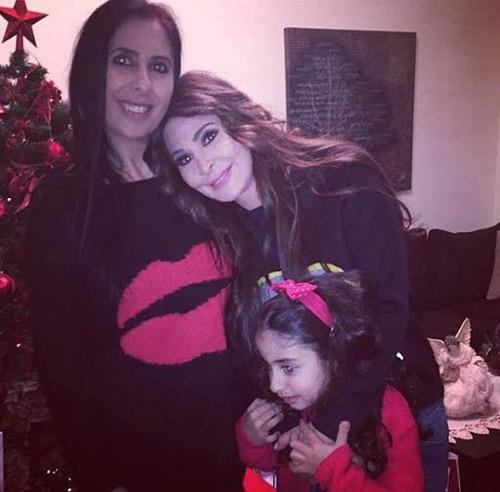 صور إليسا في أحضان صديقتها أنجيلينا في الكريسماس 2015