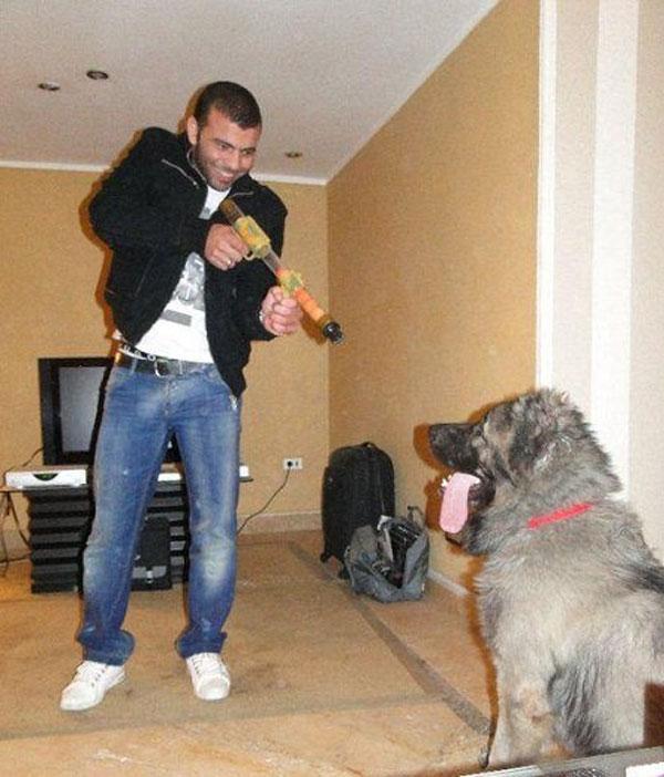 صور عماد متعب مع كلبه الخاص 2015
