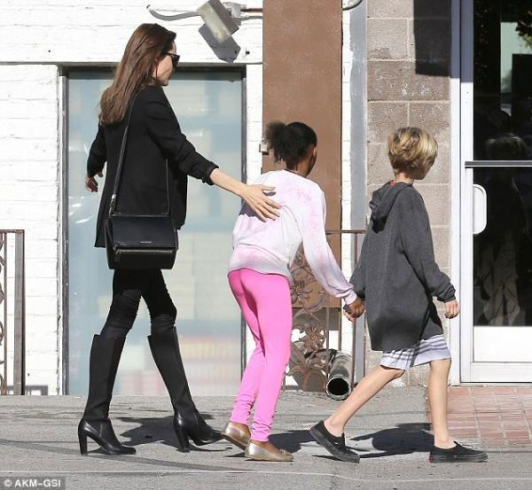 أنجلينا جولي تعافيها الجدري المائي