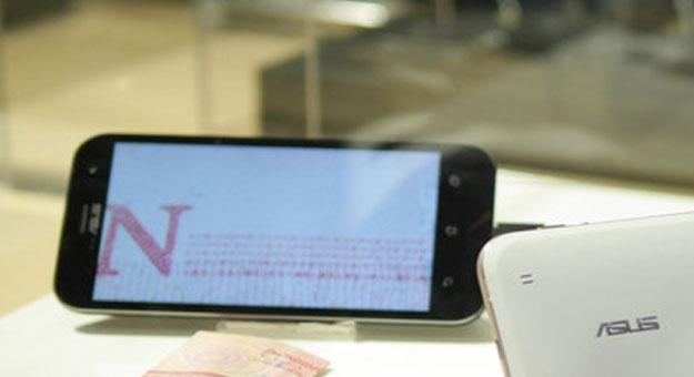 �������� ������� ���� ���� ZenFone Zoom ������ 2015