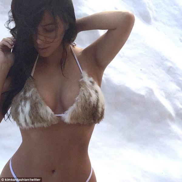 كارداشيان عارية بالبيكيني الثلج 2015