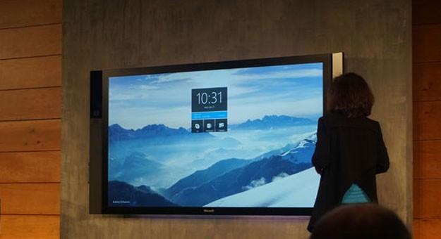 ��� �������� ������� Surface Hub �� ���������� 2015