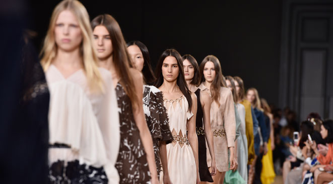 بالصور أفضل 6 عروض أزياء عالمية في أسبوع الموضة بباريس 2015