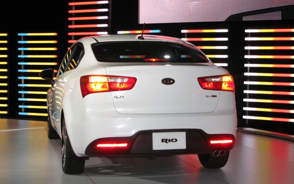 مواصفات وسعر سيارة كيا ريو Kia Rio 2015 في السعودية 2015