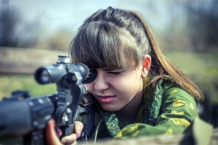 صور بنات بالجيش