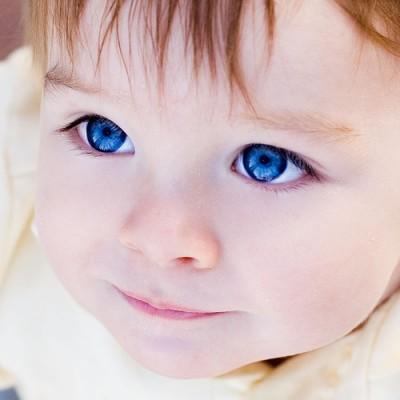 صور اطفال صغار حلوين بعيون ملونة 2015 , صور خلفيات اطفال صغار جديدة 2016