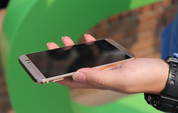 ����� ��� ������� ��� ���� HTC One M9+ ������ 2015