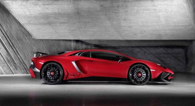 صور ومواصفات وسعر سيارة لامبورجينى افنتادور اس فى Aventador LP 750-4