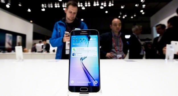�������� ������ ���� Galaxy S6 � iPhone 6 �� ����� ������