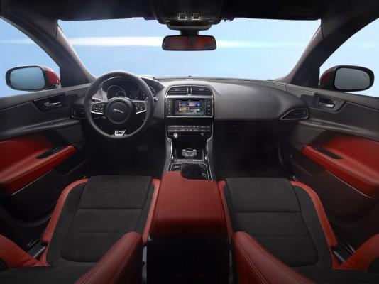 ��� �������� ���� ����� ������ Jaguar XE ����� 2015