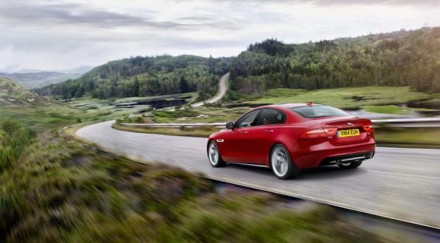 صور ومواصفات وسعر سيارة جاكوار Jaguar XE موديل 2015