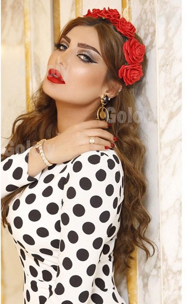 صور أمل العوضي بفستان أبيض منقط بالأسود Dolce & Gabbana