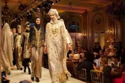 صور لاميتا فرنجية بالحجاب في مهرجان الموضة الإسلامية كان 2015