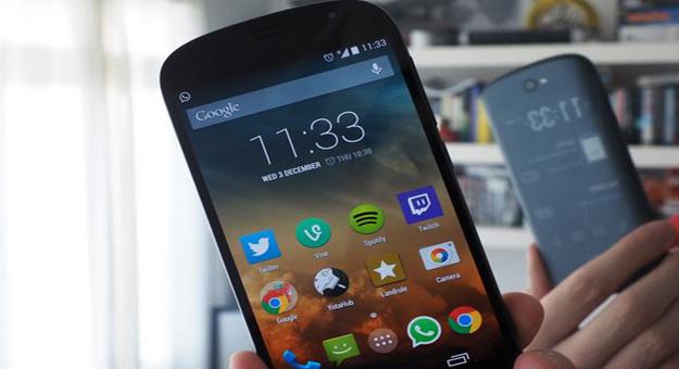 ����� ���� ��� ��� ���� YotaPhone 2 ������ 2015