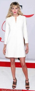 جيسيكا هارت بفستان أبيض توزيع
