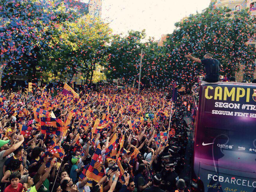صور احتفال جماهير برشلونة بكأس دوري أبطال أوروبا 2015