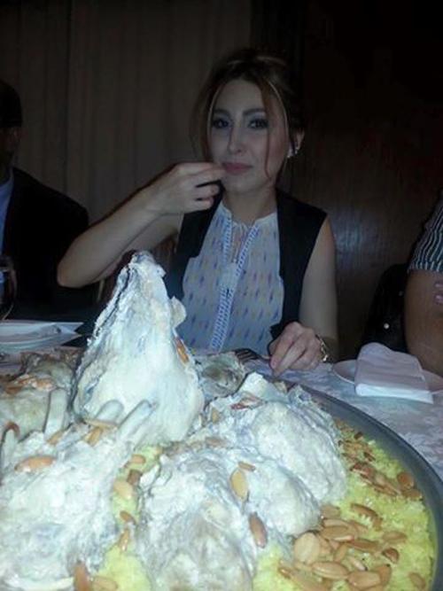 صور يارا وهي تأكل المنسف الاردني 2015