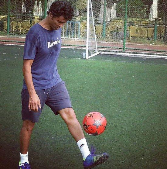 صور خالد النبوي وهو يلعب كرة القدم 2015