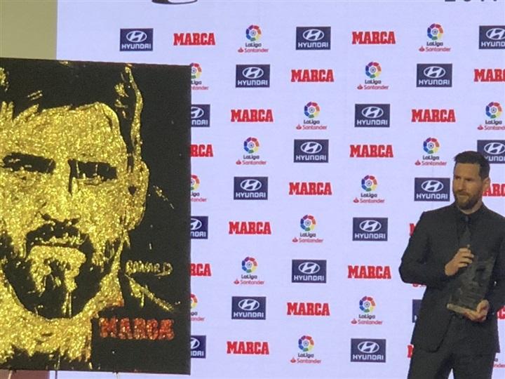 بالصور لحظة تكريم ميسي أفضل لاعب بالليجا عن موسم 2017/2018
