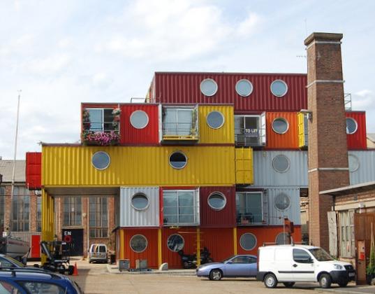 بالصور بيوت و مكاتب مدهشة بنيت من حاويات النقل