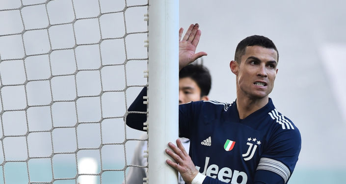 الكشف عن مبيعات قميص كريستيانو رونالدو مع مانشستر يونايتد 2021