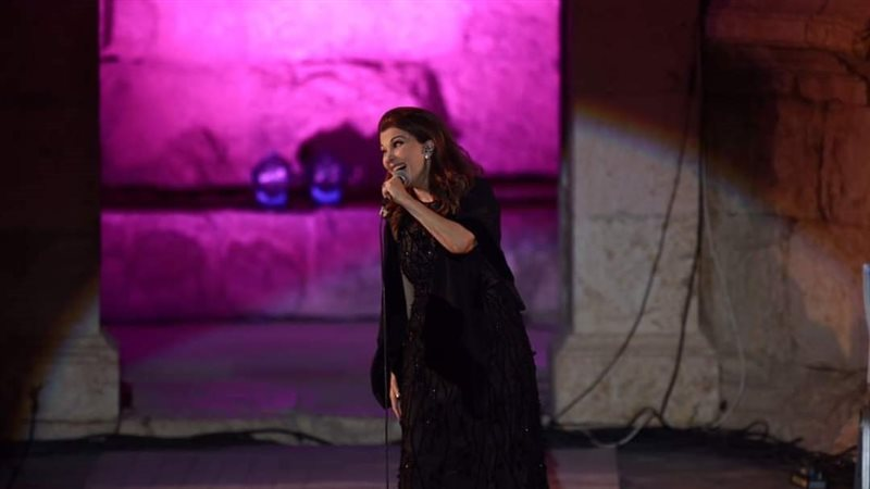 شاهد بالفيديو لحظة اغماء ماجدة الرومي في مهرجان جرش