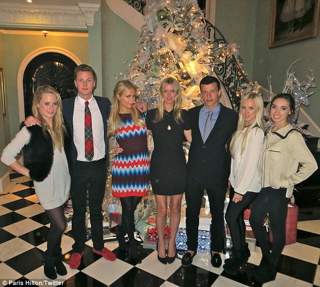 Gossip Paris Hilton Celebrate The Christmas Night With Famiy 2013