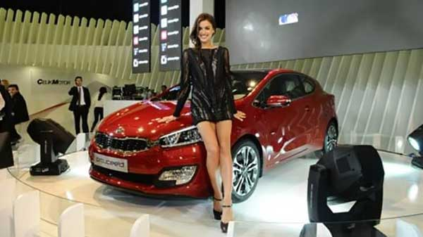 صور خطيبة كريستيانو رونالدو - صور إيرينا شايك خطيبة كريستيانو رونالدو - صور خطيبة كريستيانو رونالدو في افتتاح معرض سيارات باسطنبول
