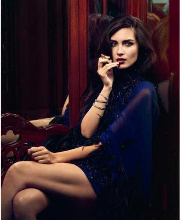 بالصور لميس تجسد برشاقتها الجمال والانوثة على غلاف مجلة ايل 2013